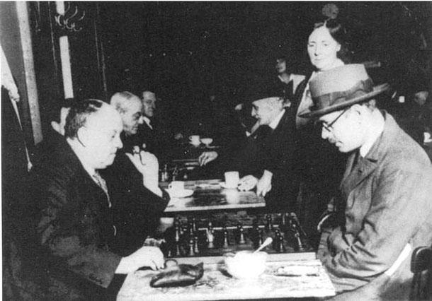 Aleister Crowley und Fernando Pessoa beim Schach